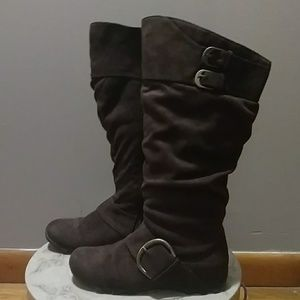 Maurices Vicki boot in dark brown suede - 6 1/2